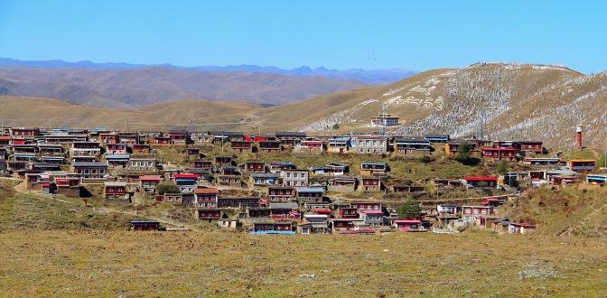 Dorf nahe Tagong