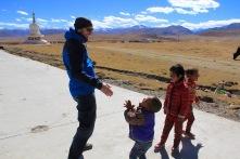 Blödeln mit einheimischen Kindern