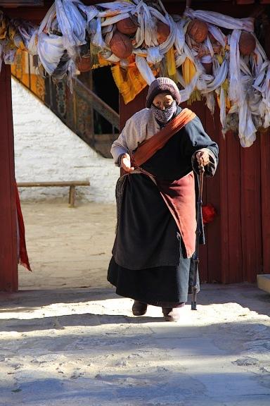 ältere Dame nach Gebet