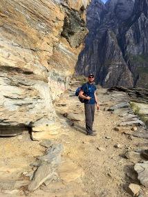 Weg entlang der Felsklippen