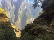Der Weg schlängelt sich dem Berg entlang