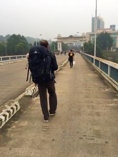 Grenzübertritt - da vorne ist Vietnam
