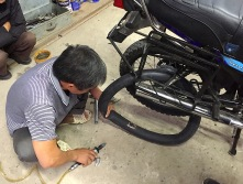 Mechaniker am Werk...