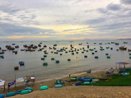 Fischerboote, welche abends zurückkehren