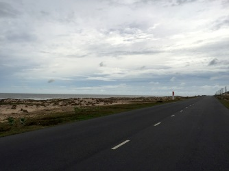 an der Küste entlang
