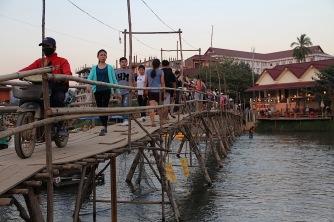 Am Ufer des Nam Song