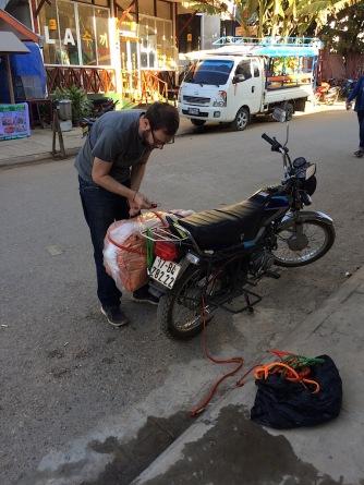 Motorrad beladen