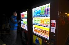Und auch auf dem Gipfel des Fujisan findet man einen Getränkeautomaten..willkommen in Japan! ;-)