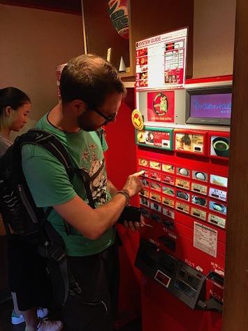 Essensbestellung am Automaten
