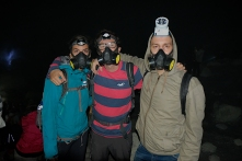 In den Krater gehts nur mit Atemschutzmaske