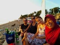 Mit Renate und Wulan am Strand von Canggu