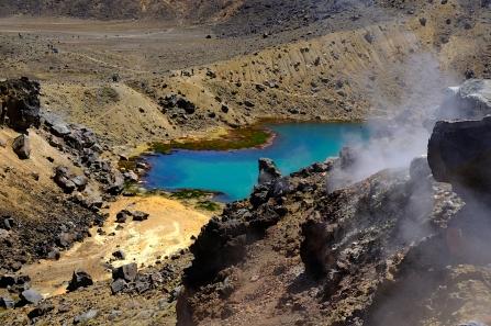 smaragdgrüner Seen und dampfende Schlote