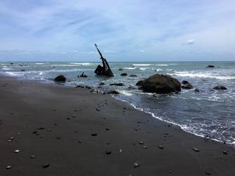 Küste rund um den Surfhighway sind mit Schiffswracks versehen