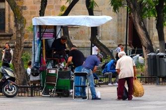 Schuhputzer an jeder Ecke, ja Mexikaner legen Wert auf saubere Schuhe!
