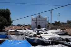 Blick über die Marktstände bis hin zur Kirche San Tomas
