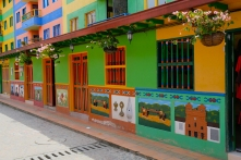 farbefrohe Gasse in Guatapé